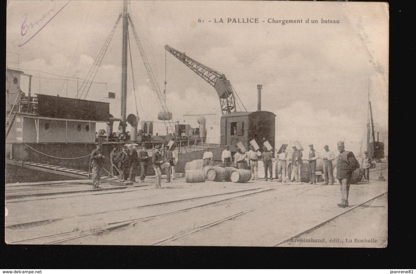 LAROCHELLE/009.....LA PALLICE ...CHARGEMENT D UN BATEAU - La Rochelle