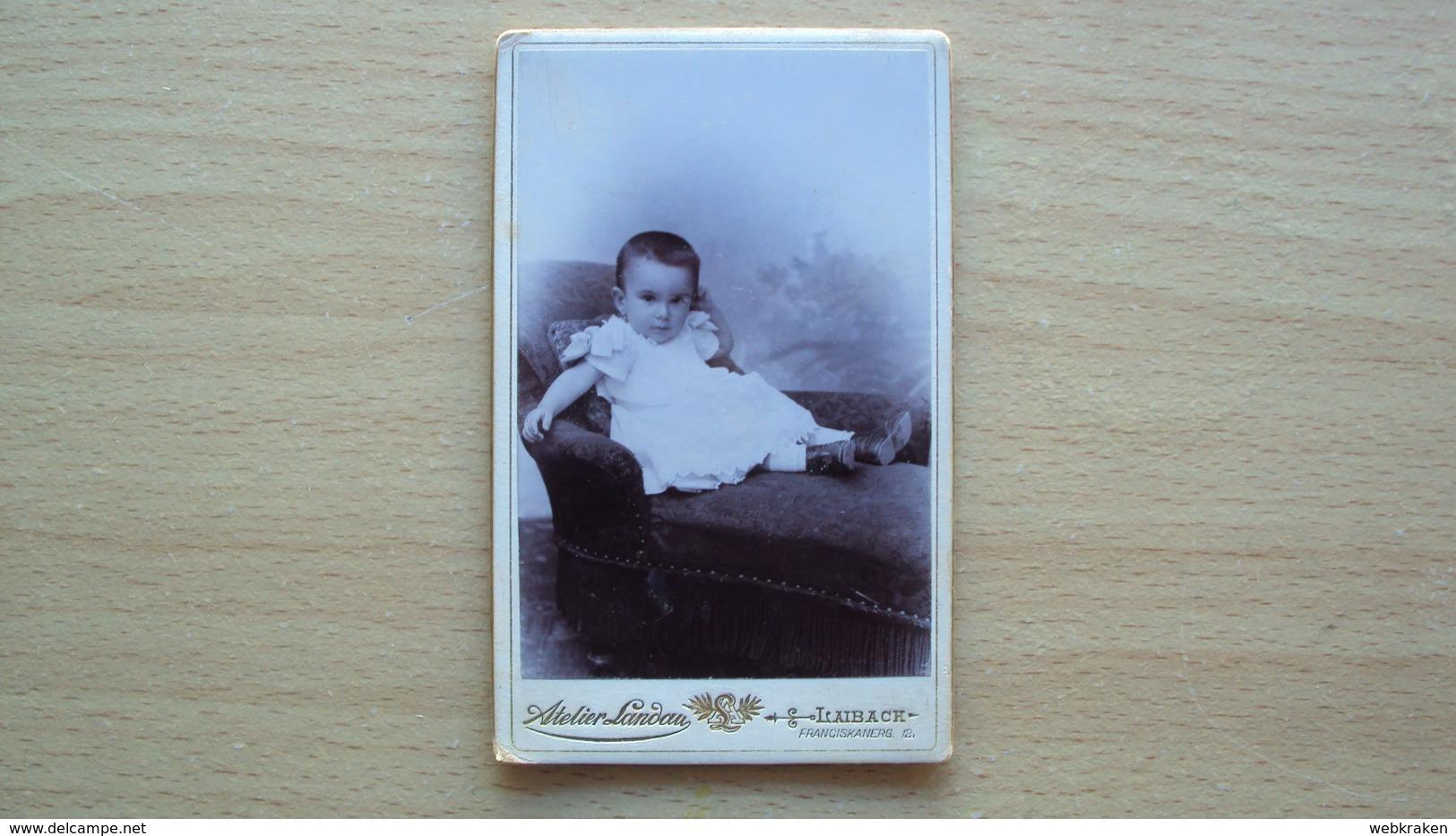 SLOVENIA LUBIANA FOTO CARTONATA ORIGINALE D'EPOCA BIMBO IN POSA FOTOGRAFO LANDAU LAIBACH LJUBLJANA - Altri