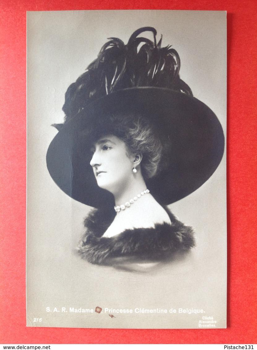 S.A.R. MADAME LA PRINCESSE CLEMENTINE DE BELGIQUE - SUPERBE CHAPEAU - GROTE HOED - Familias Reales