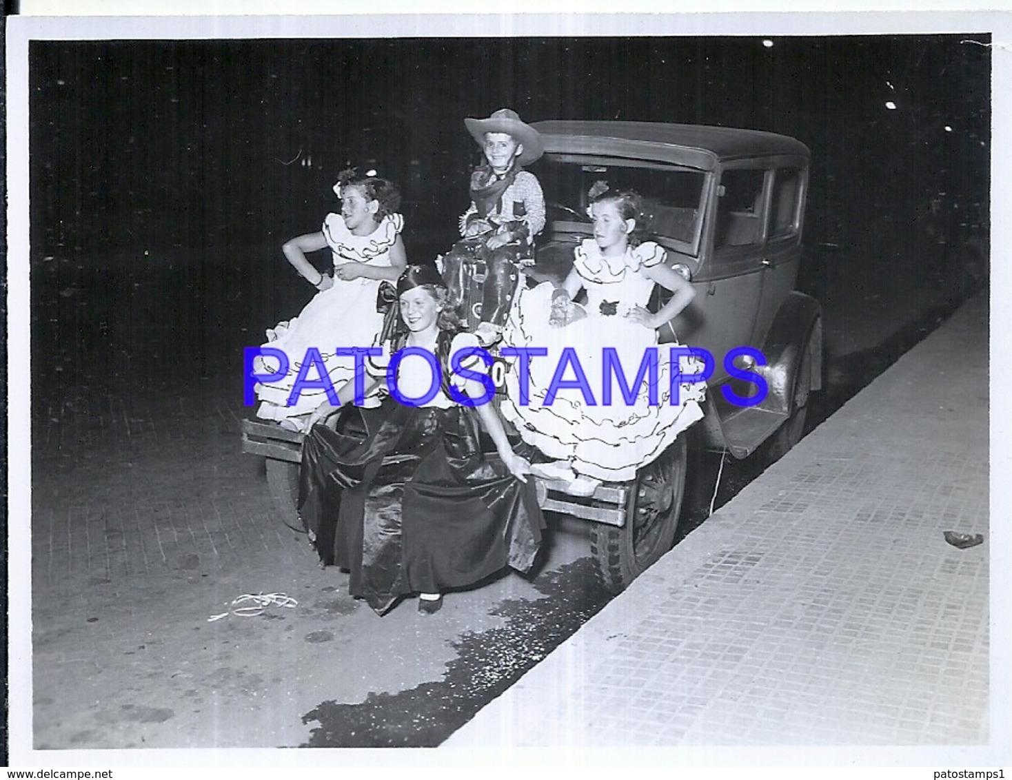 118742 AUTOMOBILE OLD CAR AUTO SEDAN AND COSTUMES CHILDREN DESGUISE CARNIVAL PHOTO NO POSTAL POSTCARD - Ansichtskarten