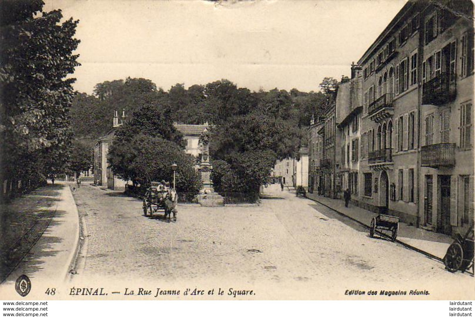 D88  EPINAL  La Rue Jeanne D'Arc Et Le Square  ..... - Epinal