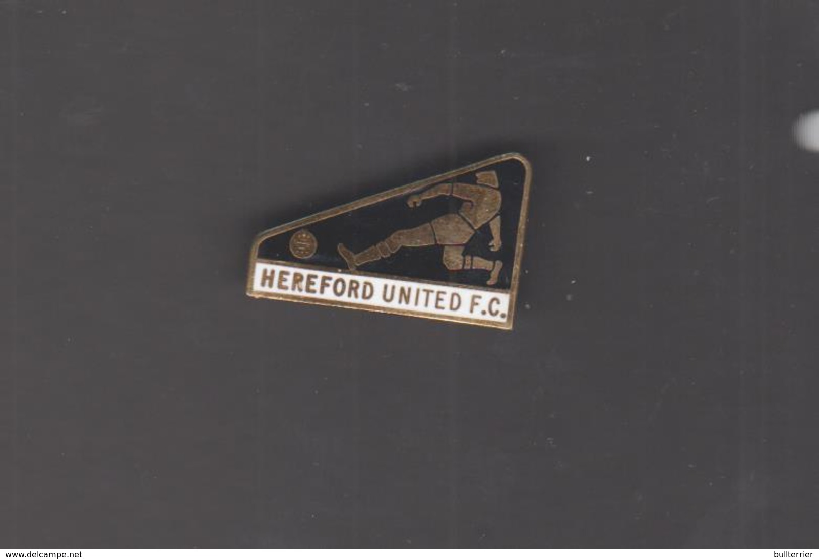 HEREFORD UNITED FC  - LARGE FOOTBALLER TYPE  BADGE ,FINE CONDITION, OVER 50 YEARS OLD - Football