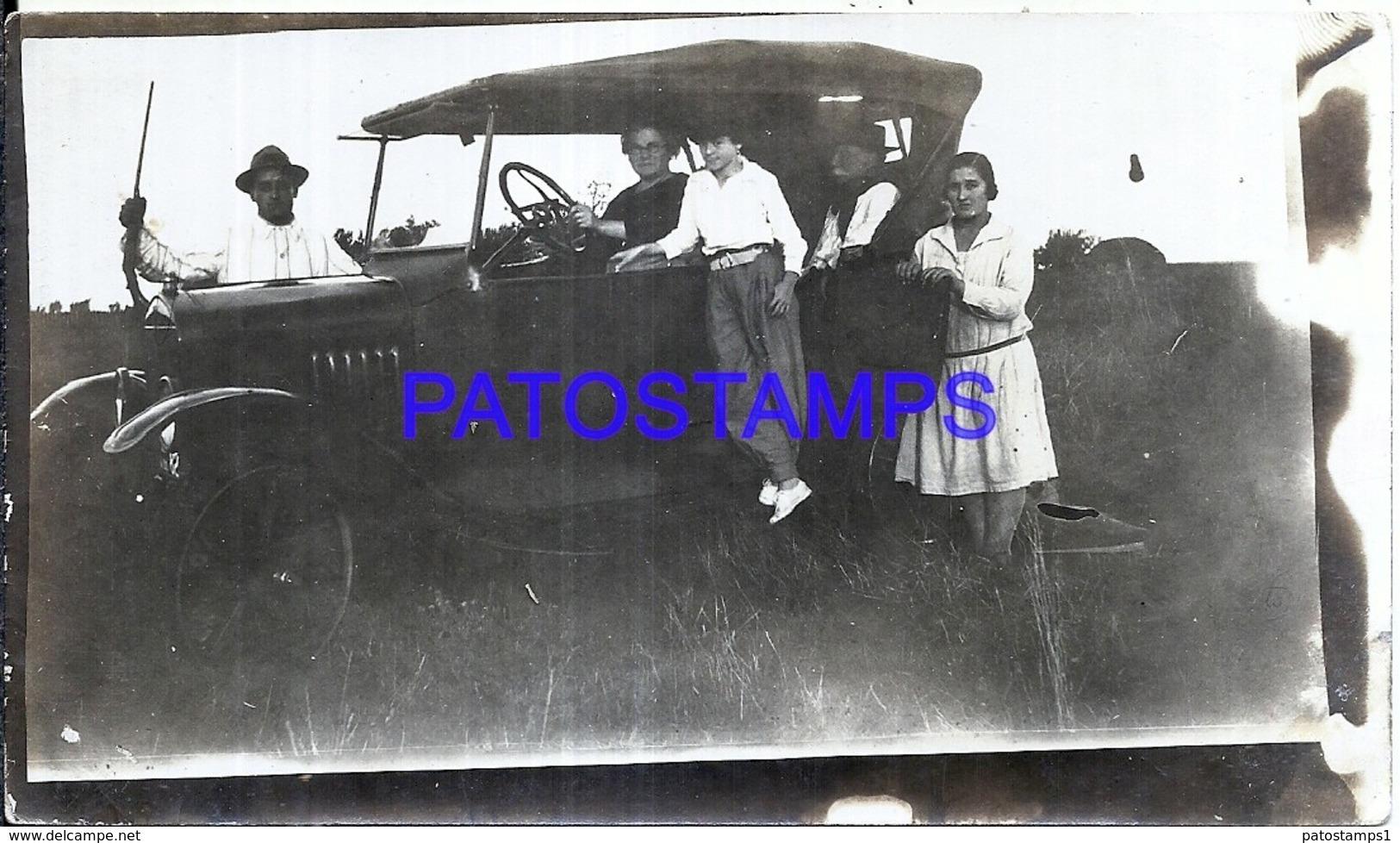 119145 AUTOMOBILE OLD CAR AUTO SEDAN & FAMILY PHOTO NO POSTAL POSTCARD - Ansichtskarten