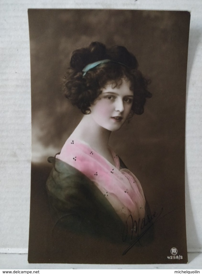 Portrait Femme - Frauen