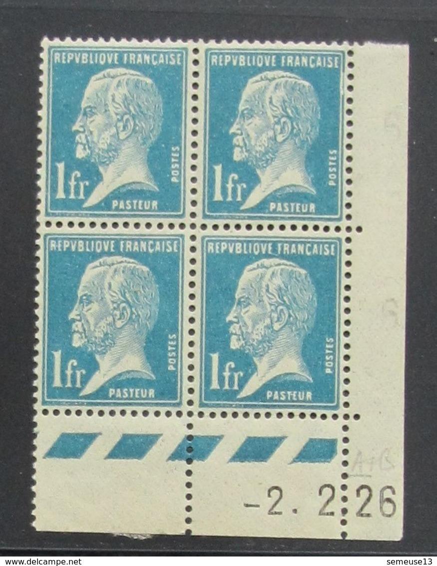 Pasteur 1 . Bleu En Bloc De 4 Coin Daté  - RARE - Pas Cher - 1922-26 Pasteur