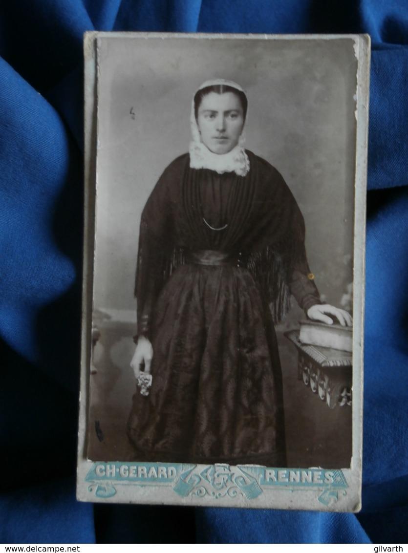 Photo CDV Ch. Gérard à Rennes - Jeune Femme à La Coiffe Régionale, Folklore, Costume Breton, Circa 1895-00 L462 - Foto's