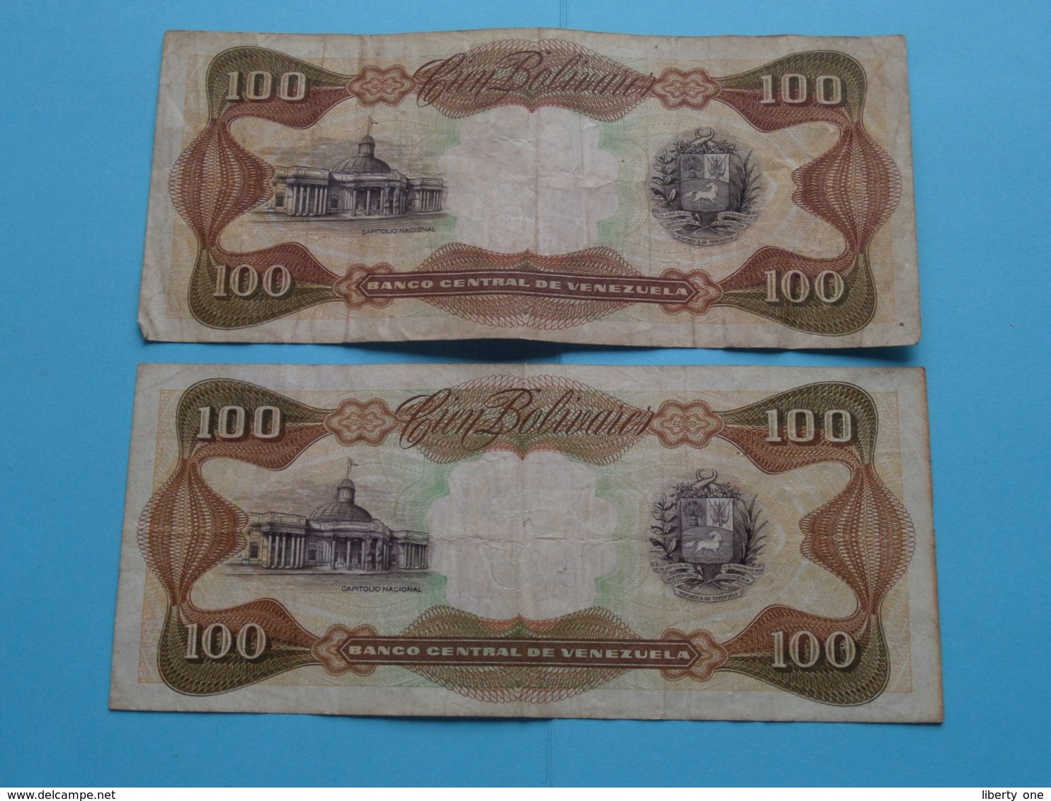 2 X 100 Bolivares Cien ( H59454846 & V35119080 ) 1992 Banco Central De Venezuela ( For Grade, Please See Photo ) 2 Pcs. - Venezuela