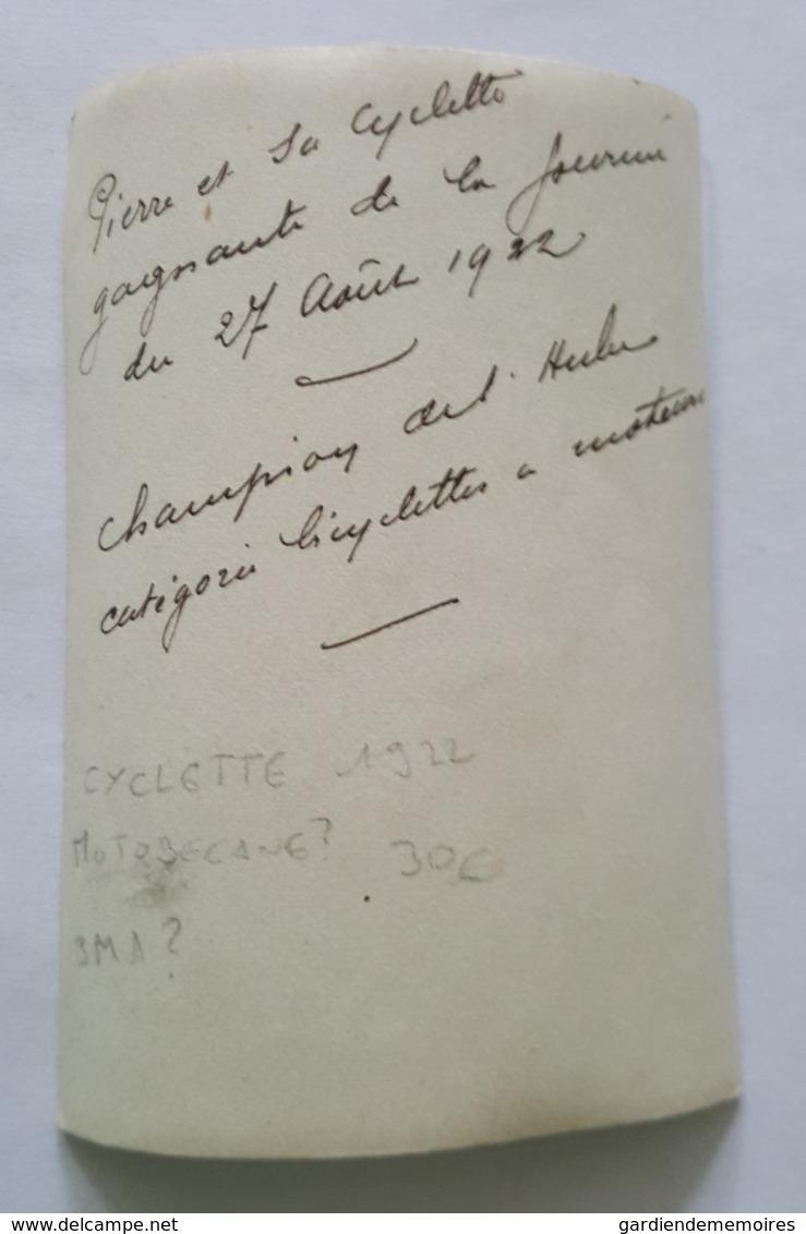 Photo Ancienne - Pierre Et Sa Cyclette, Moto? Monocylindre? Motobecane? Gagnant Catégorie Bicyclettes à Moteur Aube 1922 - Cycling
