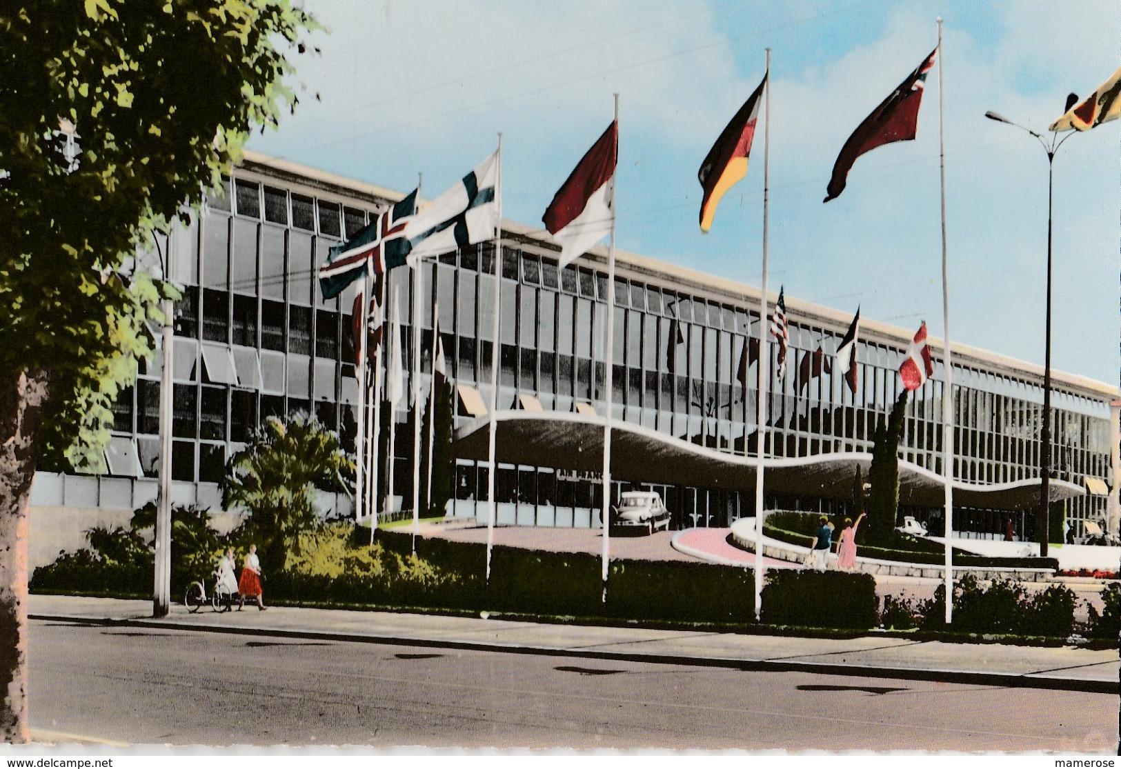 NICE (06). Le Palais Des Expositions. Voiture Citroën DS (Transports: Automobile) - Monuments, édifices