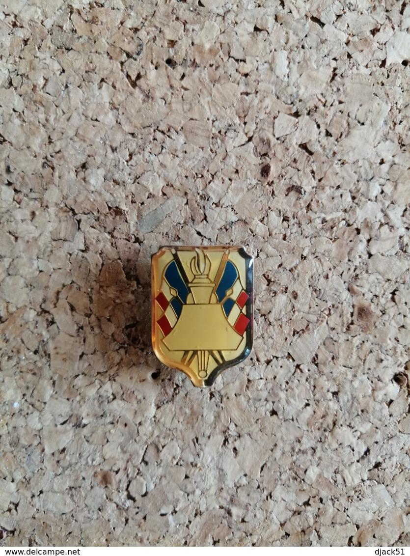 Pin's / Pins / Thème : Militaire ? / A Identifier / Drapeaux Français - Militaria