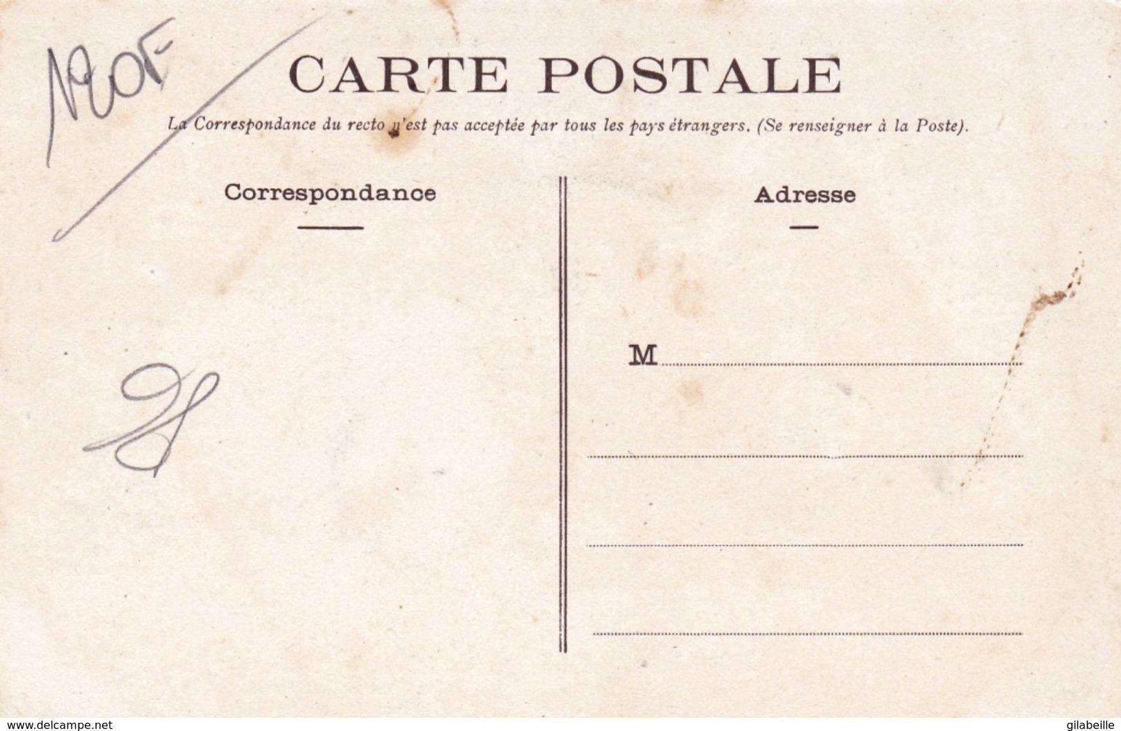 86 - Vienne - SAINT SAVIN Sur GARTEMPE - Place Et Rue De La Republique - Frankrijk