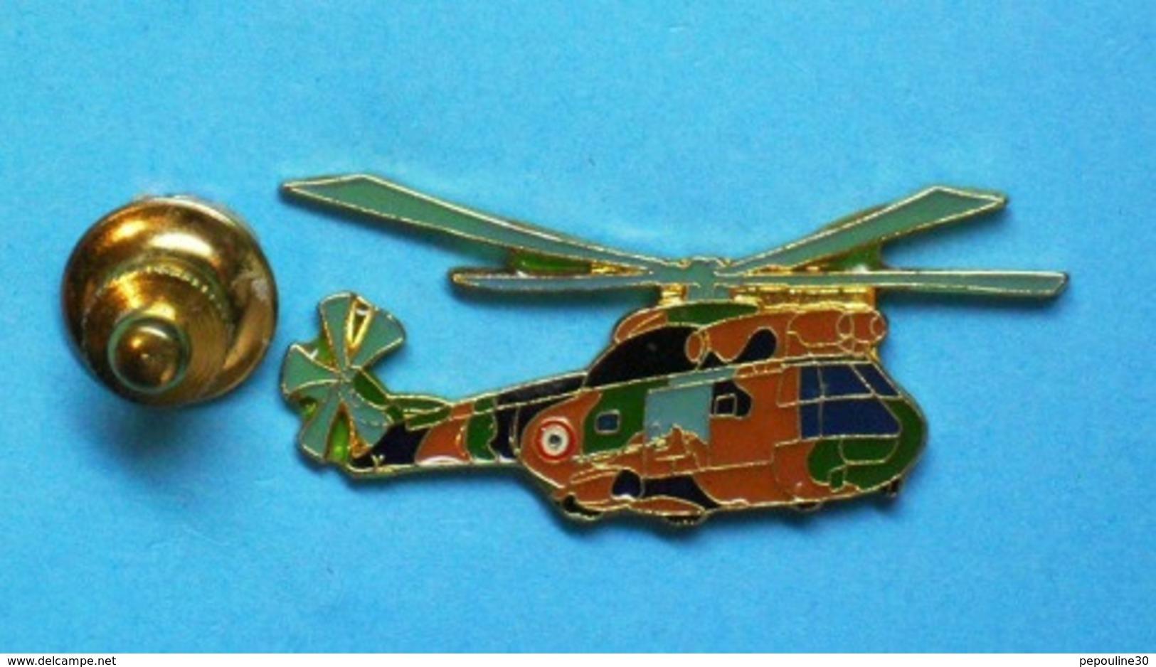 1 PIN'S  //    ** HÉLICOPTÈRE / SA330 PUMA / ALAT / CAMOUFLAGE EUROPE / NOIR-VERT-TERRE ** . (J.Y. Ségalen) - Militaria