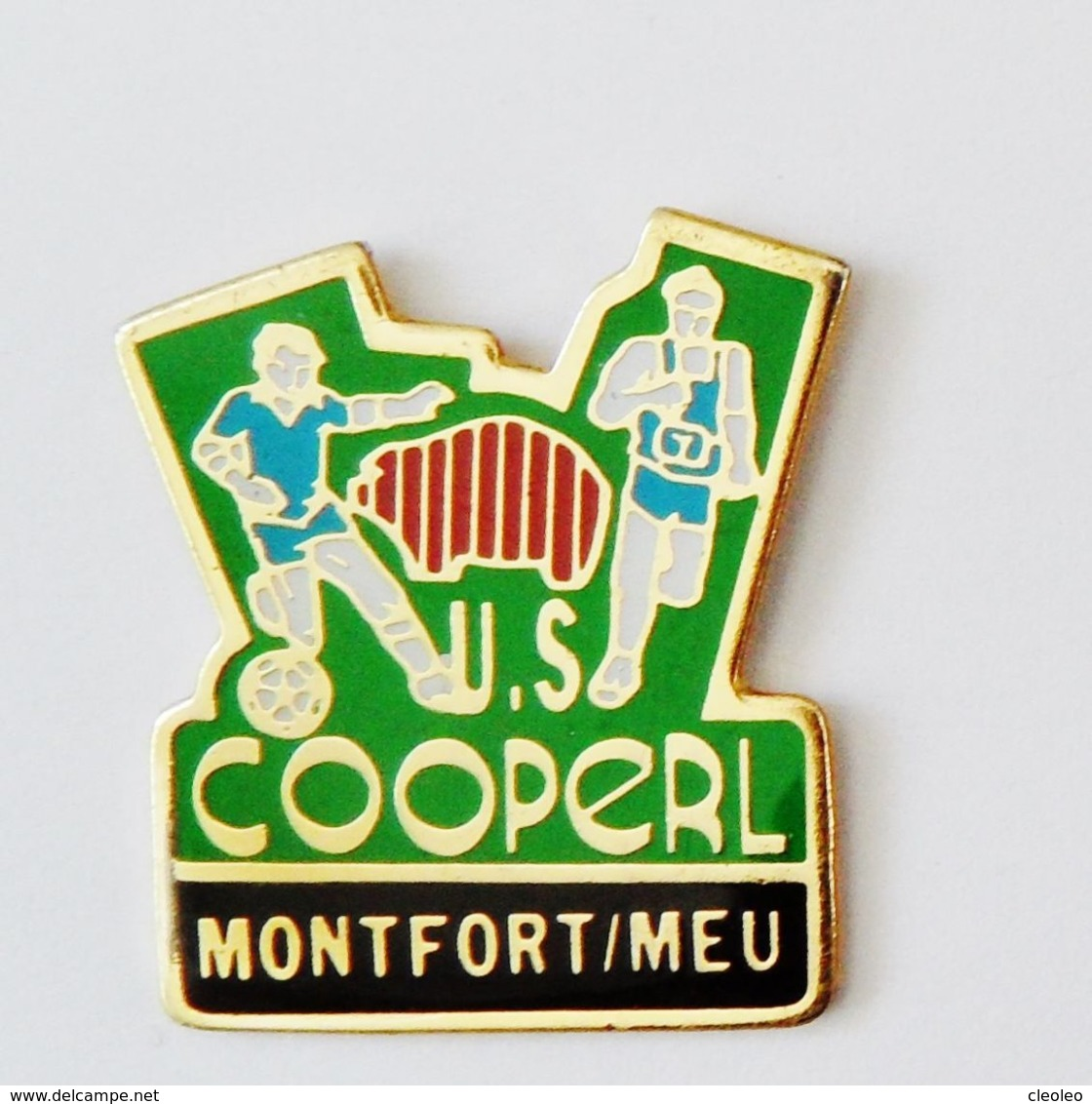Pin's Football US COOPERL Montfort Sur Meu - BRETAGNE - Villes