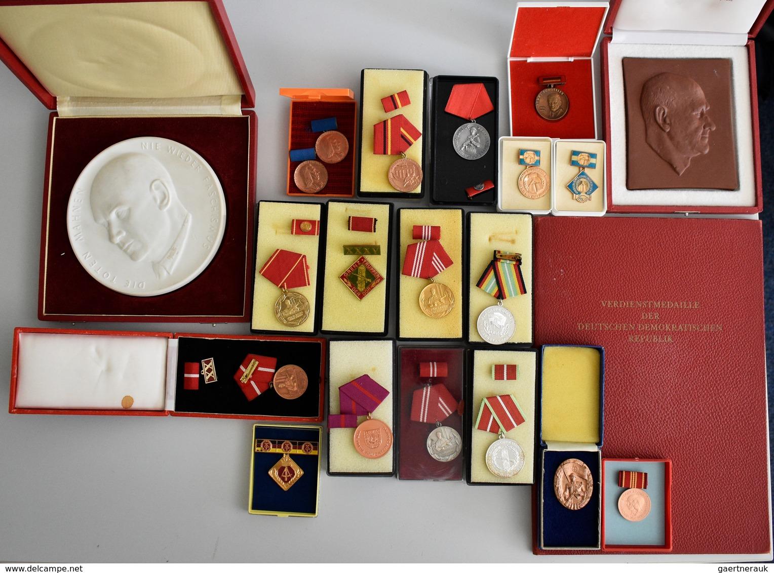 Orden & Ehrenzeichen: DDR; 1959-1990 (ca.), Partie Von Diversen Medaillen Und Ehrenzeichen In Origin - Militaria