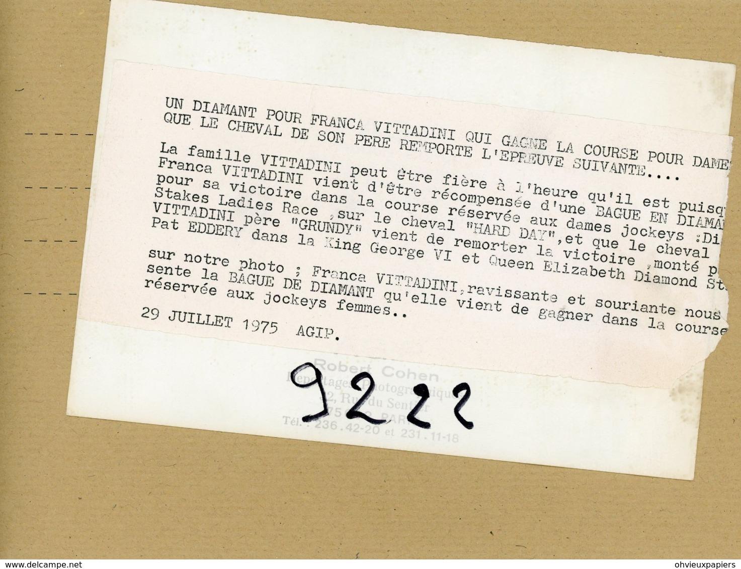 HIPPISME -  FRANCE VITTADINI  Remporte La Bague De Diamant  Réservée Aux Jockeys Femmes  1975 - Sports