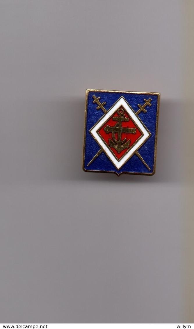 Pin's Armée / Insigne Association Nationale Des Anciens Du 1er RAMa (EGF Doré) Hauteur: 1,9 Cm - Militaria