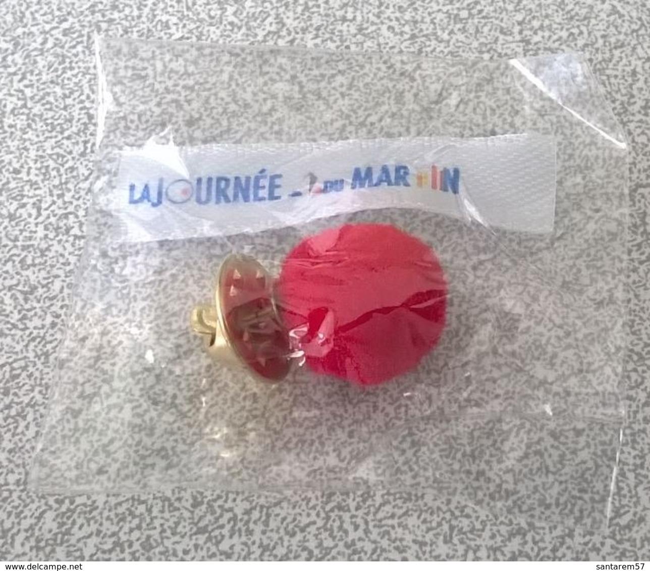 Pins Pompon Rouge Marine Nationale Avec Ruban La Journée Du Marin - Armee