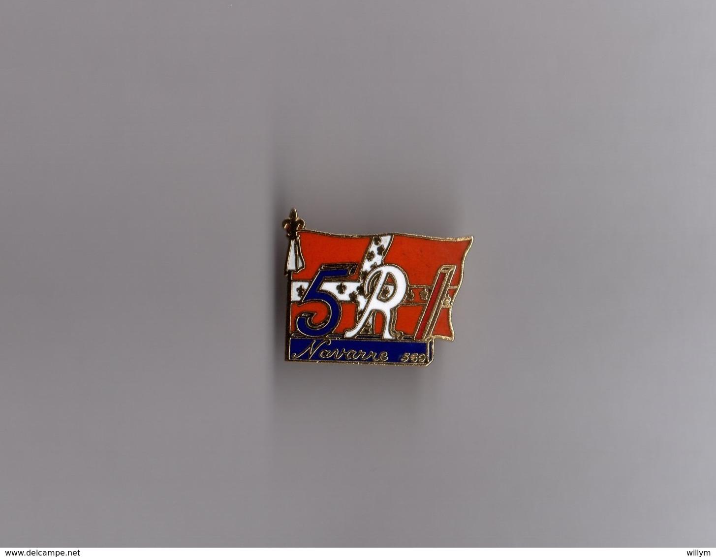 Pin's Armée / 5ème RI Infanterie 1569 Régiment Des Gardes Du Roi De Navarre (EGF Signé Fecapp) Longueur: 2,6 Cm - Militaria