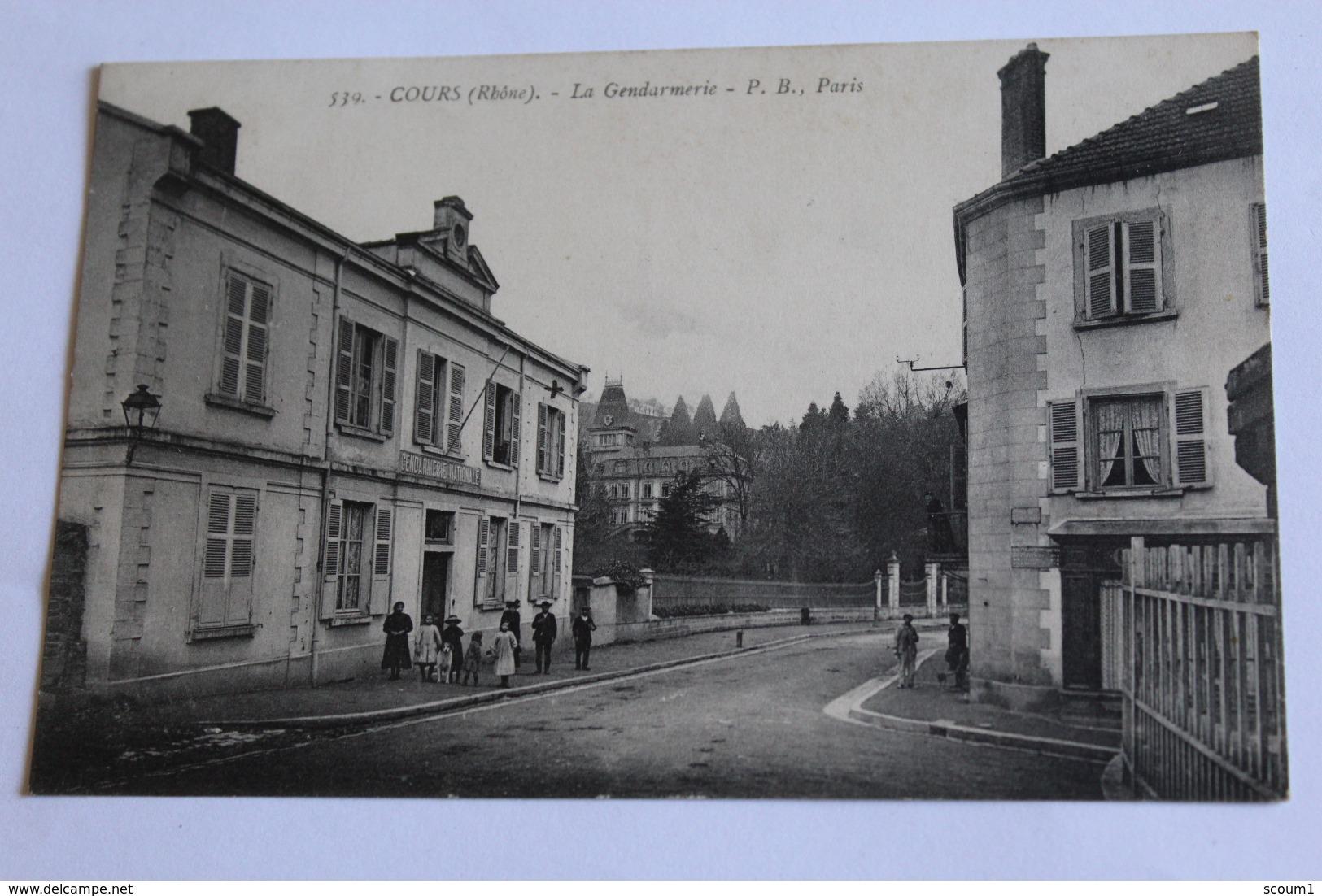 Cours La Gendarmerie Cpa 1916 Dos Vert Animee - Cours-la-Ville