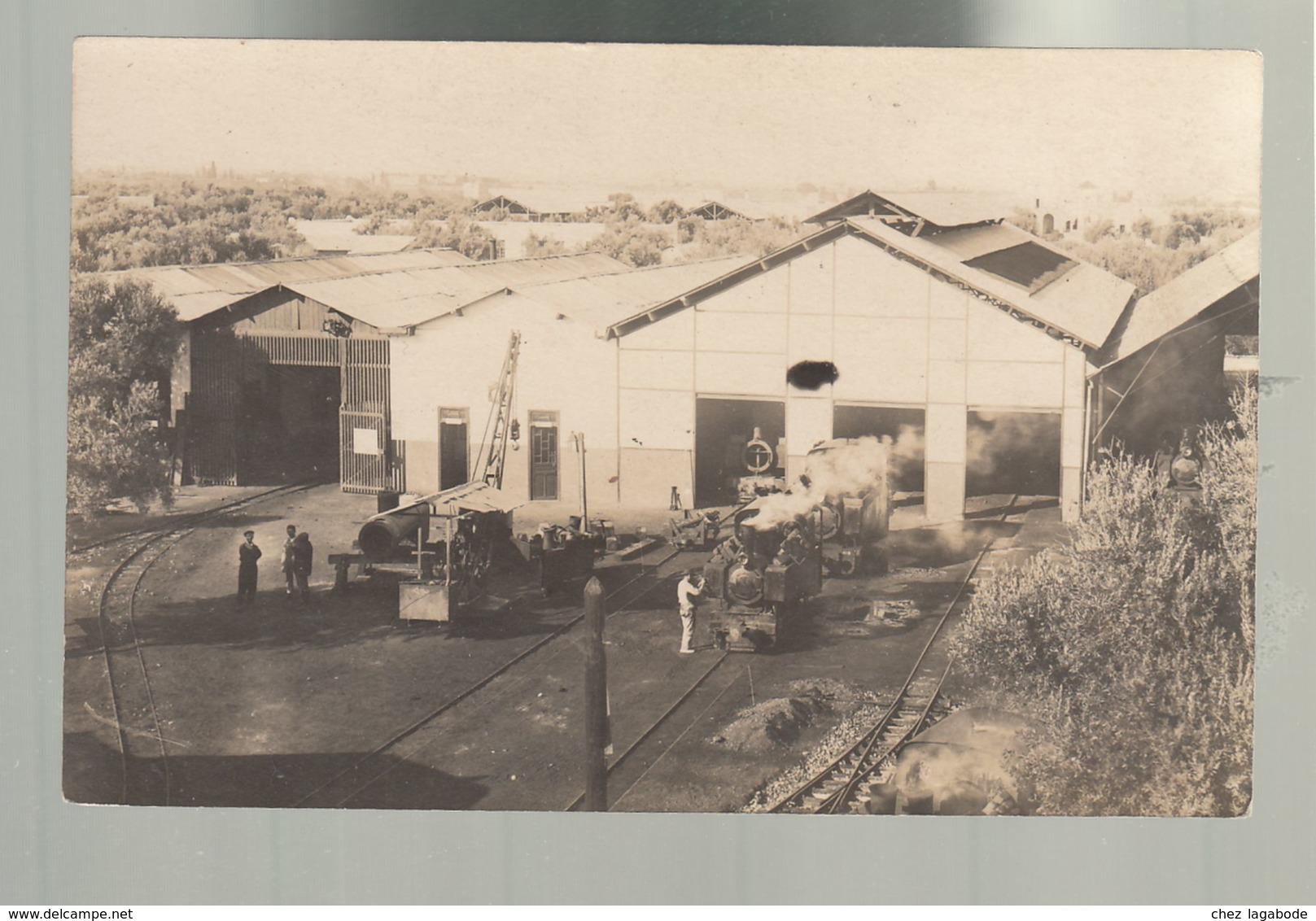 CPA (Tr.) Locomotive, Matériel Férroviaire - Ateliers De Réparation (?) Carte Photo Non Datée, Non Située - Materiaal