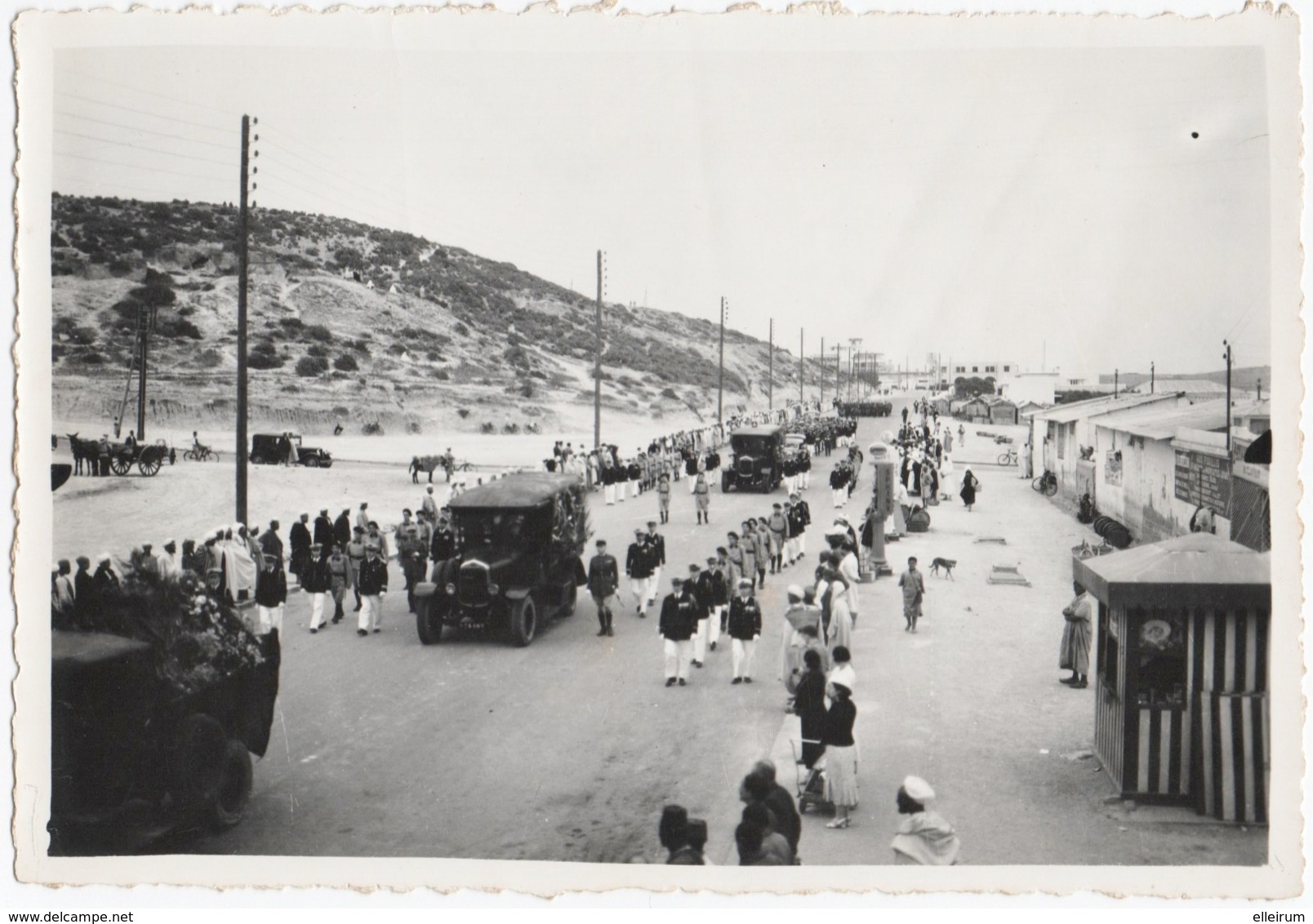 MILITARIA. PHOTO. MAROC. AGADIR. AVIATION.1936. ENTERREMENT De 4 MILITAIRES. BATAILLON De L'AIR . A SITUER. - Aviation