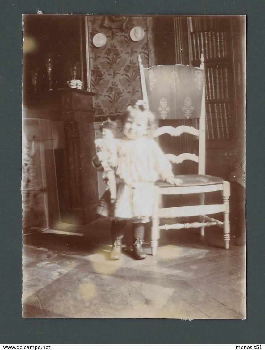 Photo Ancienne Old Real Foto Adorable Petite Fille Nice Little Girl Avec Sa Poupée De Porcelaine Antic Doll - Photographs