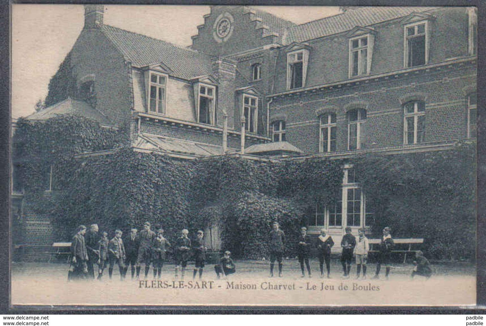 Carte Postale 59. Flers-le-Sart  Maison Charvet  Le Jeu De Boules   Trés Beau Plan - France