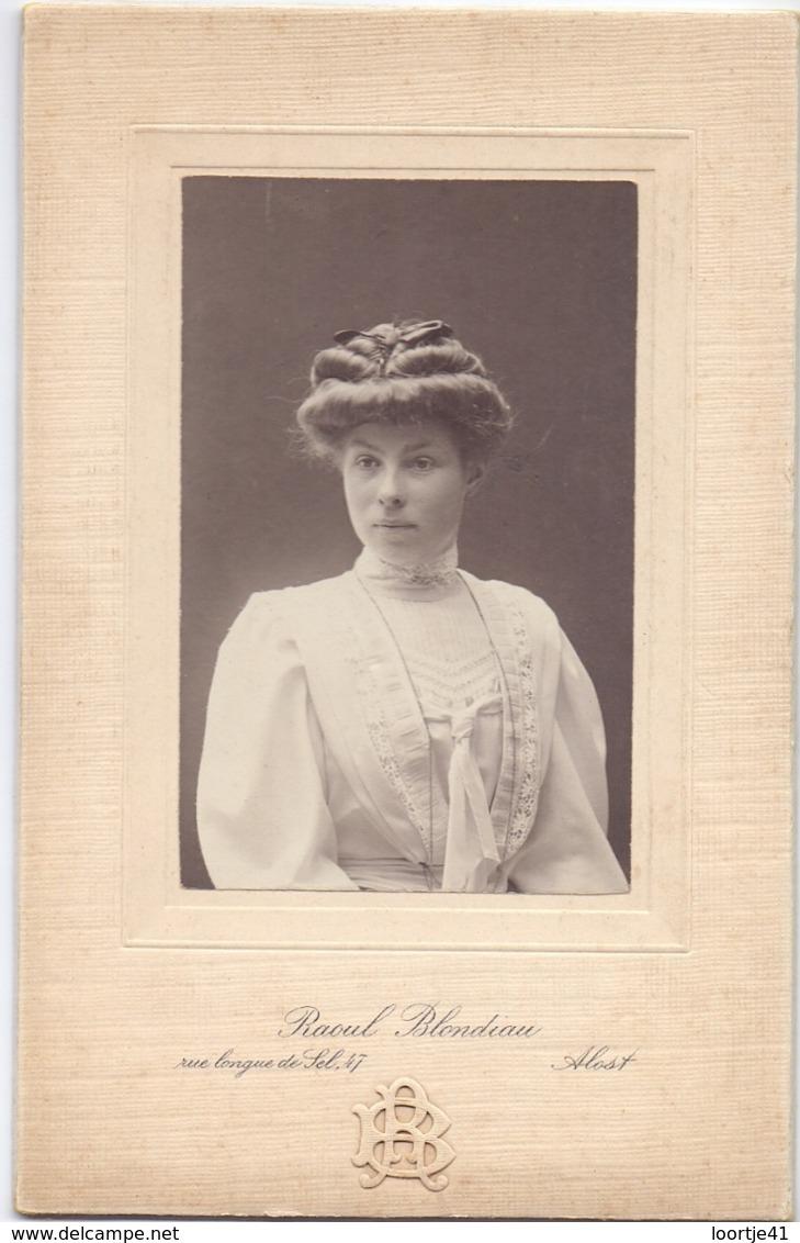 Photo Foto Hard Karton - Vrouw - Fotograaf Raoul Blondiau - Aalst - Ancianas (antes De 1900)