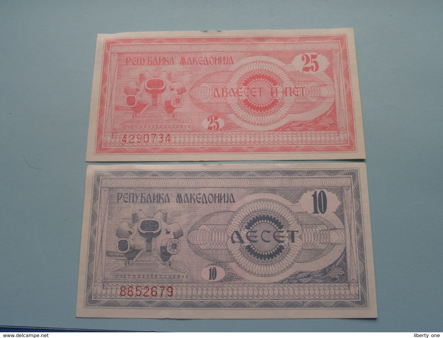 10 Note ( 8652679 ) & 25 Note ( 4290734 ) > 1992 ( Voir Photo Pour Détail Svp / For Grade, Please See Photo ) ! - Macedonia