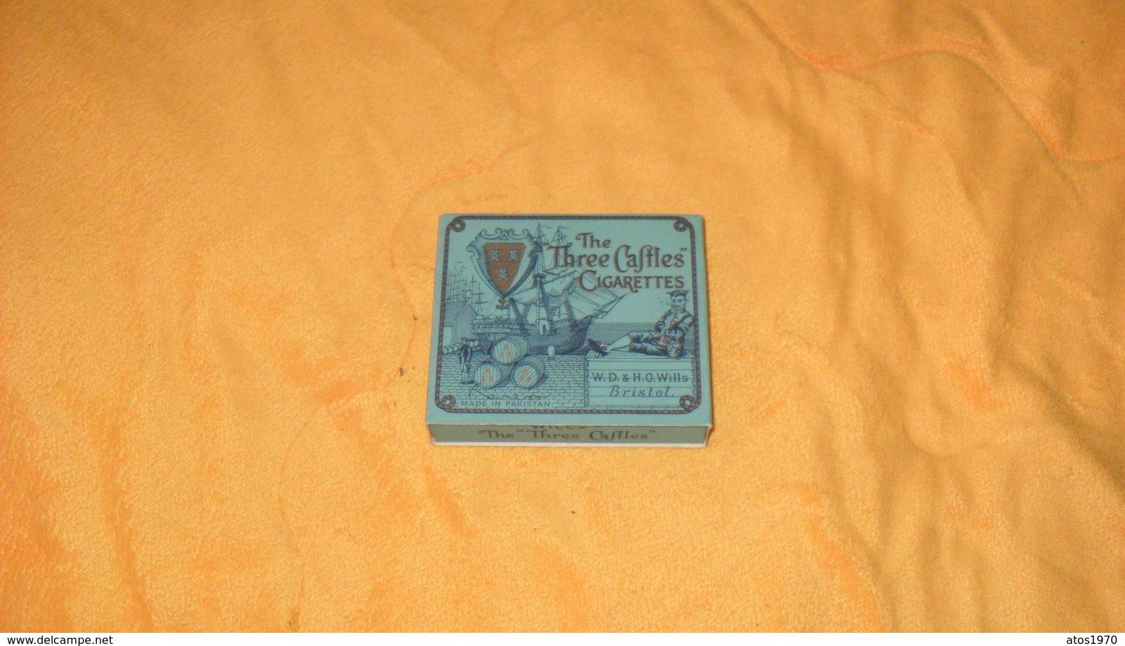 ANCIEN BEAU PAQUET DE CIGARETTES VIDES THE THREE CASTLES CIGARETTES PAKISTAN. W.D. & H.O. WILLS BRISTOL - Boites à Tabac Vides