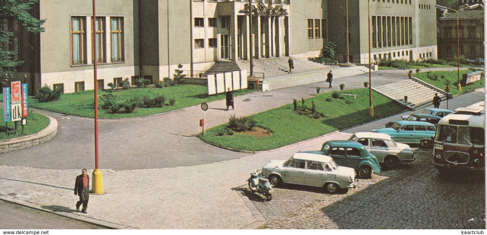 Usti Nad Labem: SKODA 1000MB, POPULAR 1100, AUTOBUS, FSO WARSZAWA 223 - Kulturni Dum  - (CSSR) - Toerisme