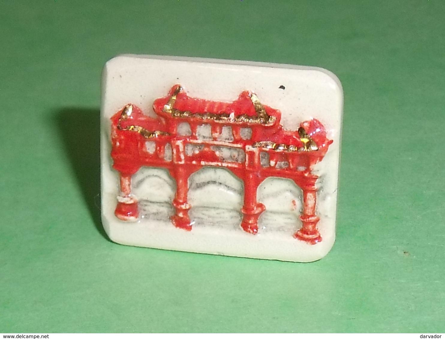 """Fèves / Autres / Divers : Temple De Chine  """" Filet OR """"  T83 - Autres"""
