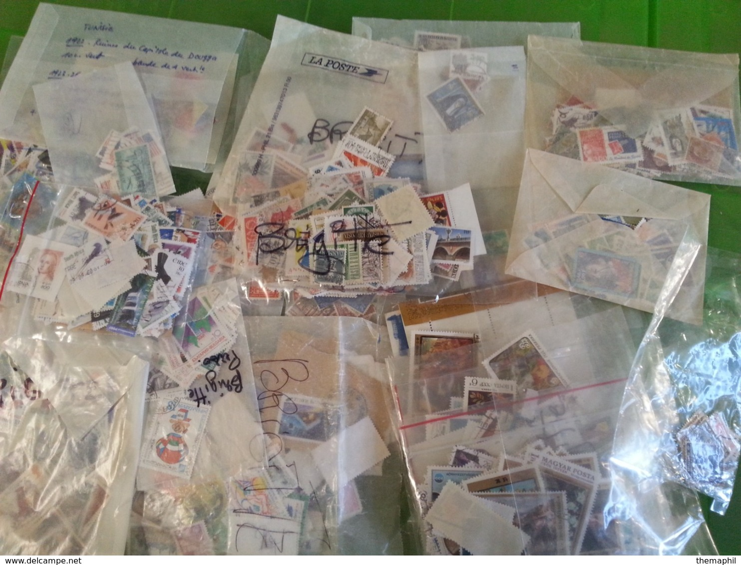 Lot N° T 821 VRAC De Plusieurs Dizaines De Milliers De Timbres Décollés, Classés Dans Des Enveloppe. Tous Pays Obl. - Verzamelingen (in Albums)