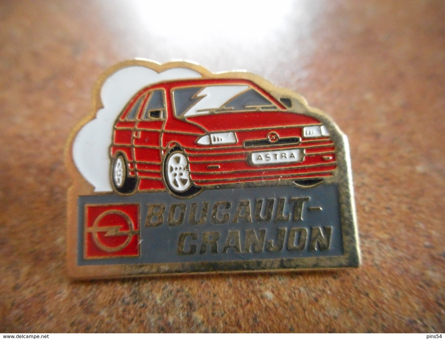 A044 -- Pin's Opel Astra Bougault Granjon -- Exclusif Sur Delcampe - Opel