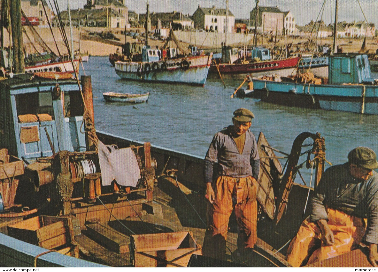 LA TURBALLE (44). Le Port. Bateaux De Pêche (Transports: Bateaux). Pêcheurs. Bretagne - La Turballe