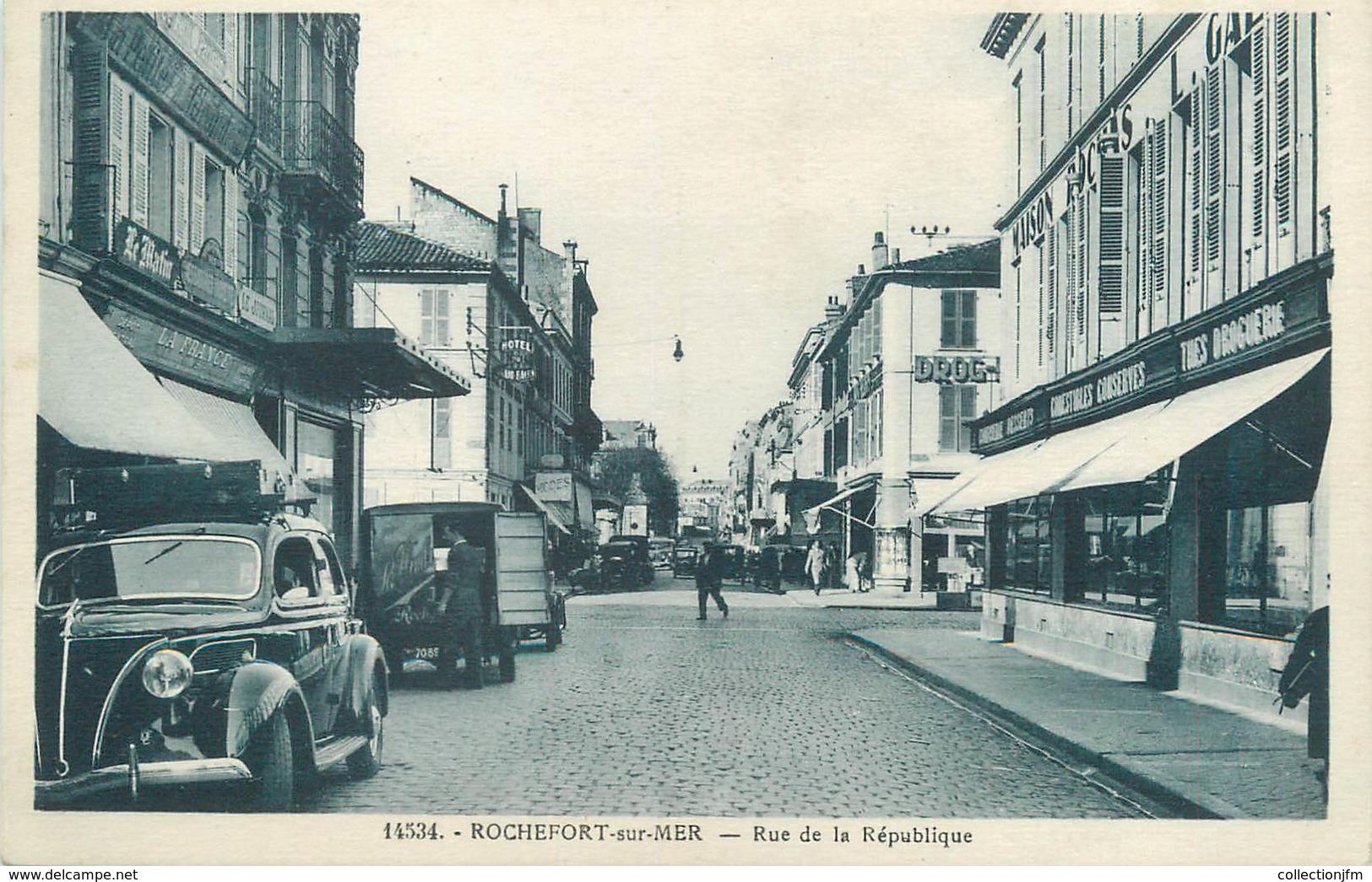 """/ CPA FRANCE 17 """"Rochefort Sur Mer, Rue De La République"""" - Rochefort"""