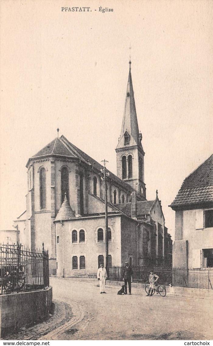 68 - Pfastatt - Beau Cliché Animé Devant L'Eglise - Autres Communes
