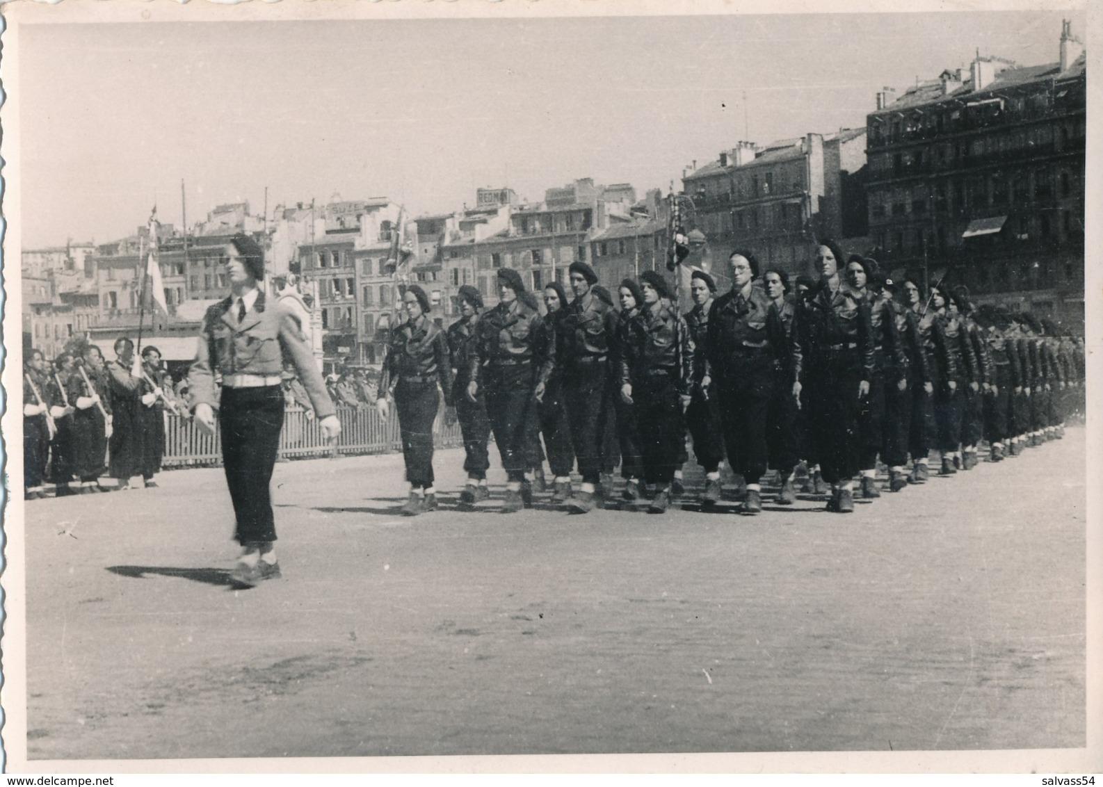 Photographie - 7 Juin 1942 - Défilé à Marseille Des Chantiers De Jeunesse Française (2) - 1939-45
