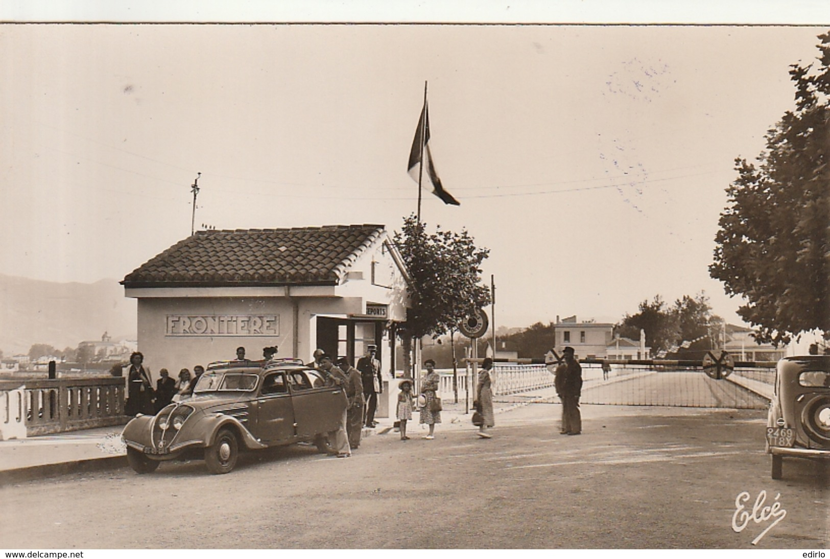 *** 64  *** HENDAYE  Frontiere Franco Espagnol - 202 Peugeot - Vieilles Voitures TTB  Neuve - Hendaye