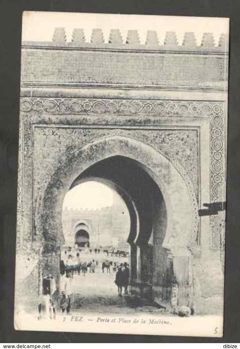 CPSM. Maroc. Fès.  Porte Et Place De La Maquina. Animation. Animaux. - Monuments
