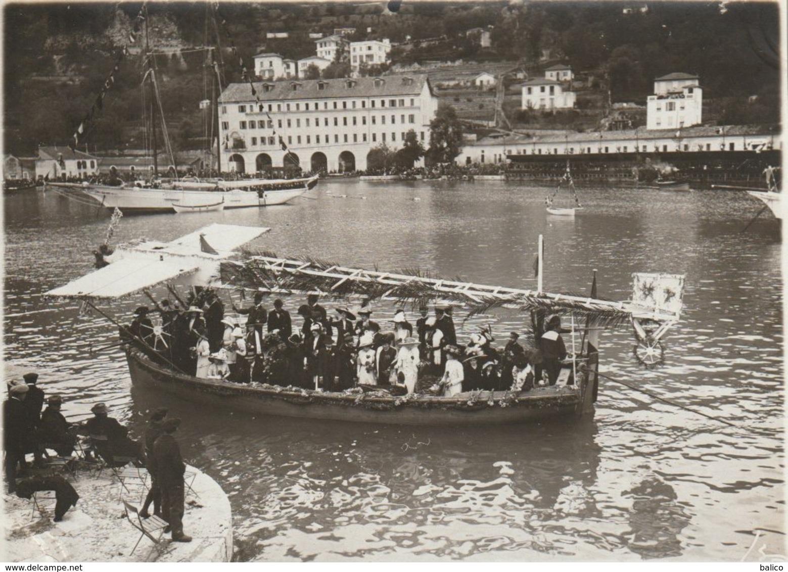 VILLEFRANCHE SUR MER  - Photo - Bataille Navale Fleurie - Premier Prix Des Bateaux à Rames - Villefranche-sur-Mer