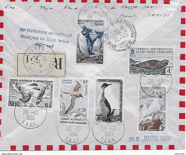 Carte De Voeux PEV Avec Enveloppe Premier Jour D'émission En Terre Adélie Affranchie Le 20/12/1961 Avec Tampon MAGGA DAN - Covers & Documents