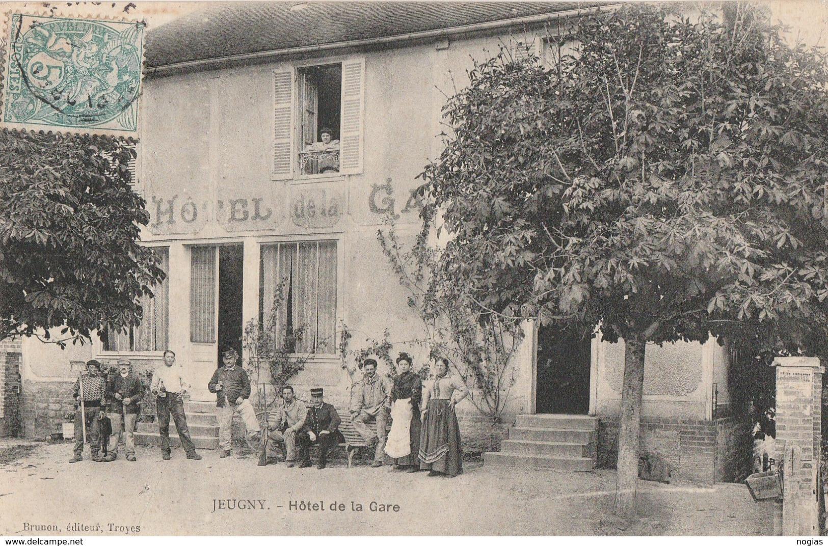 JEUGNY - TRES BELLE ANIMATION DEVANT L'HOTEL DE LA GARE - BELLE CARTE -  TOP !!! - Altri Comuni