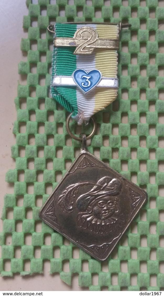 Medaille :Netherlands  -  St. Nicolaas Mars - D.V.S Nijmegen  / Vintage Medal - Walking Association - Nederland