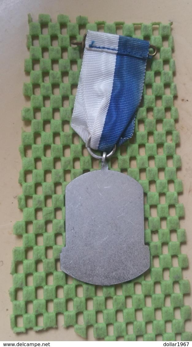 Medaille :Netherlands  -  Herdenkinns Grebbetocht - D.V.J Rhenen  / Vintage Medal - Walking Association - Nederland