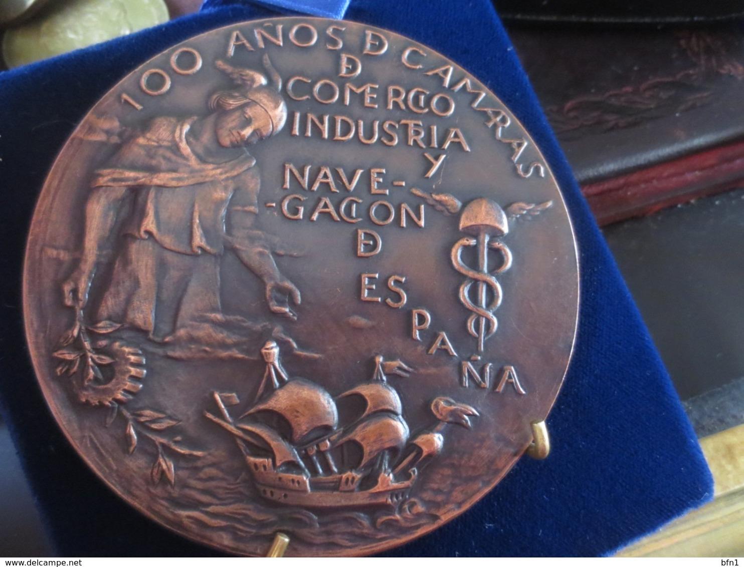 ESPAÑA. MEDALLA CONMEMORATIVA DE LOS 100 AÑOS DE LAS CÁMARAS DE COMERCIO, INDUSTRIA Y NAVEGACIÓN. 1986 - Professionals/Firms