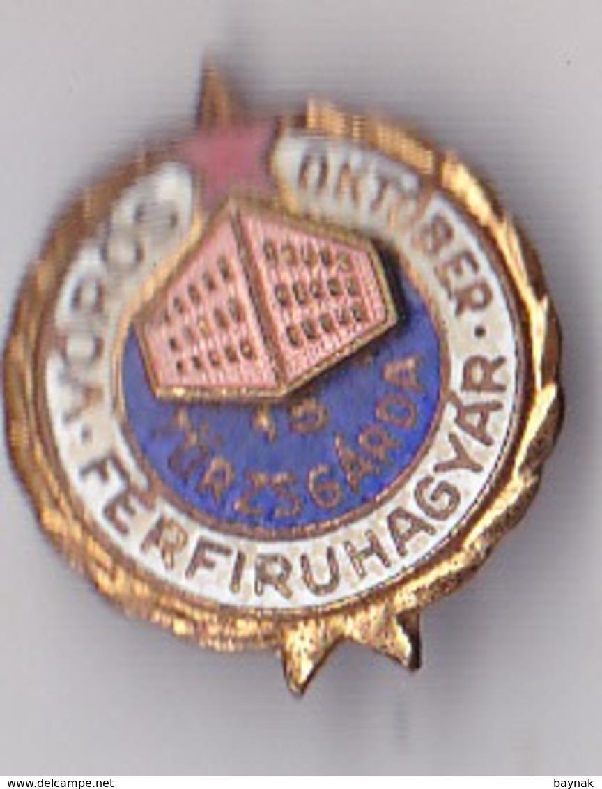 OLD PIN  --   HUNGARY --  ROTE OKTOBER  --  HERENMODEFABRIK  --  VOROS OKTOBER - Ohne Zuordnung