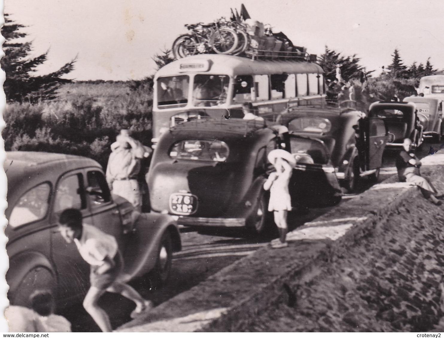85 Ile De Noirmoutier N°228 L'Entrée Du GOA Ou Gois VOIR ZOOM Car Autocar BUS Ancien Autos Hotchkiss ? Peugeot 402 - Ile De Noirmoutier