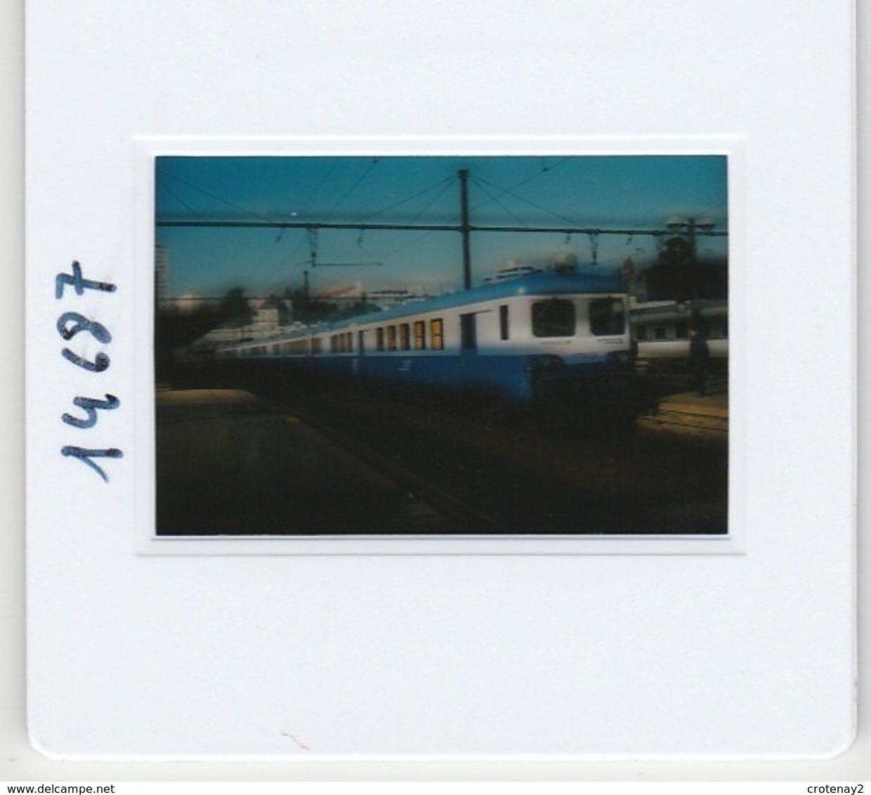 Photo Diapo Diapositive Slide Train Wagon Automotrice Electrique SNCF Z 17103 à Dijon Le 13/02/1998 VOIR ZOOM - Diapositives (slides)