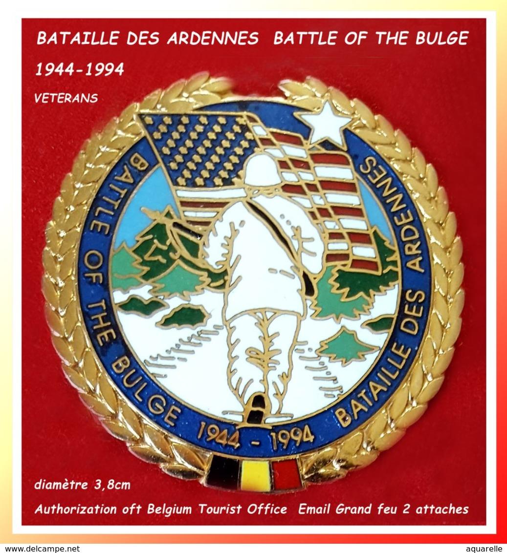 RARE Et SUPER PIN'S BELGE De LA BATAILLE Des ARDENNES : 50em ANNIVERSAIRE émaillé Grand Feu Base Or Diamètre 3,8cm - Militares